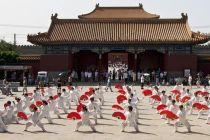 北京景山公园百人太极扇演练